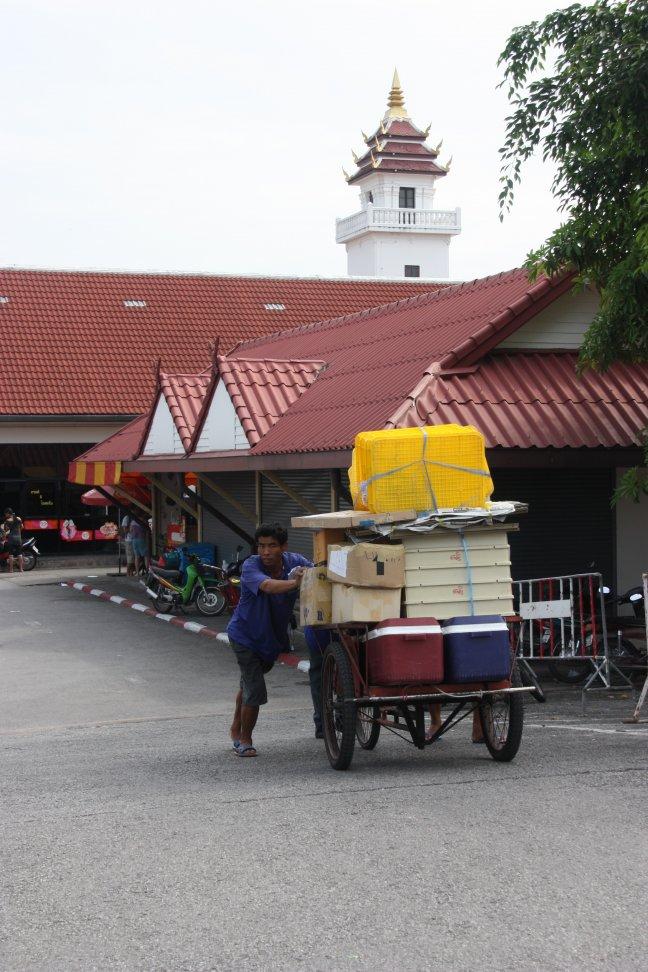 2008: Chiang Mai: ik heb mijn wagen volgeladen ...