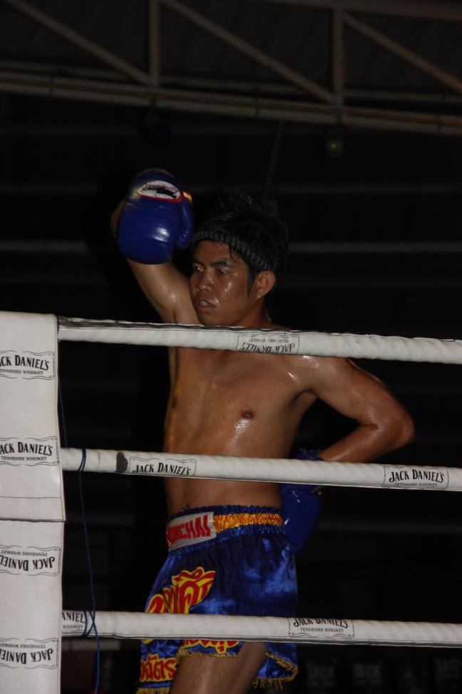 2008: Chiang Mai: MuayThai boksen, rituele dans.