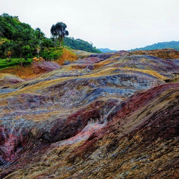 23 coloured earth