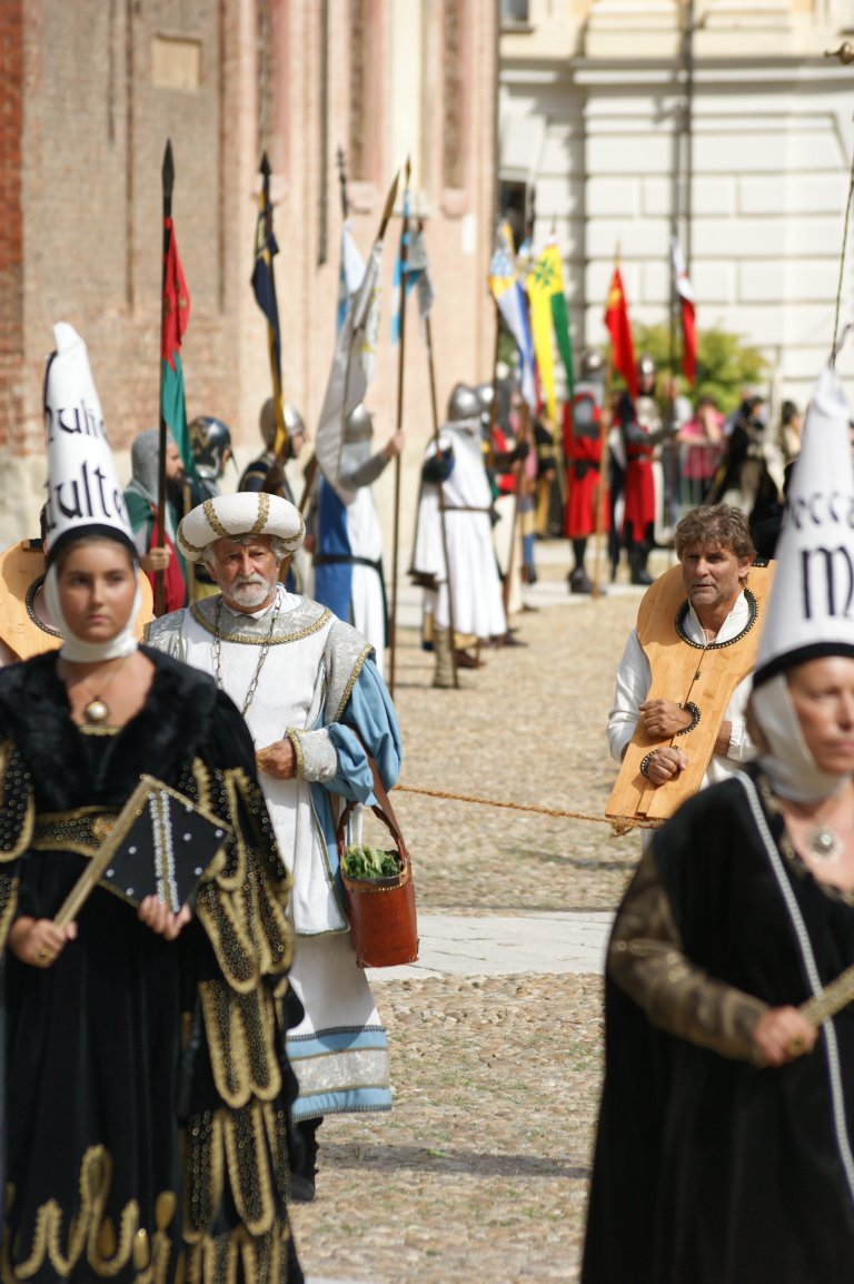 Optocht in Asti