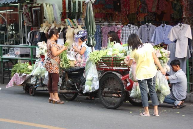 2008: Bangkok: bak-bromfiets met aanhanger.