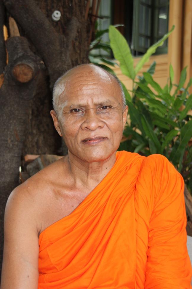 2008: Bangkok: Wat Mahathat: oudere monnik