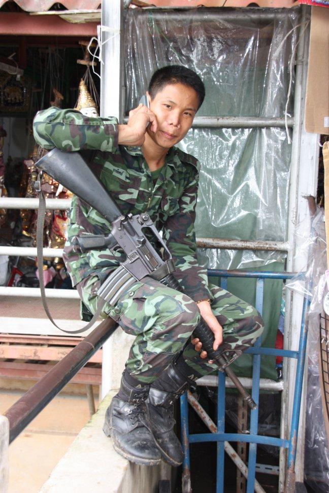 2008: Mae Sai: Thaise (mobiel bereikbare) militair.