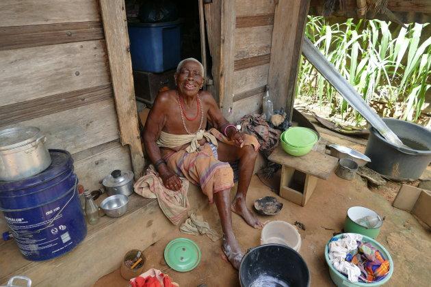 Oude vrouw in Semoisie Suriname