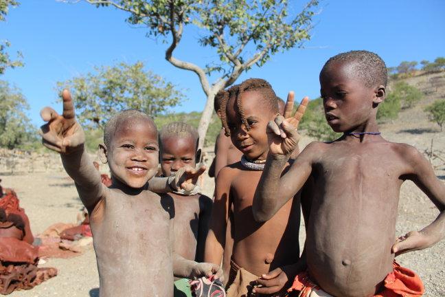 Himba-kinderen in Namibië
