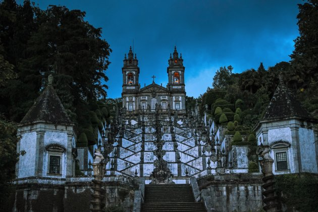 De avond valt bij Bom Jesus do Monte