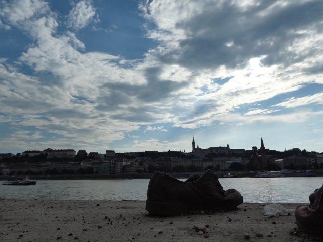 Schoenen op de Donaukade in Budapest