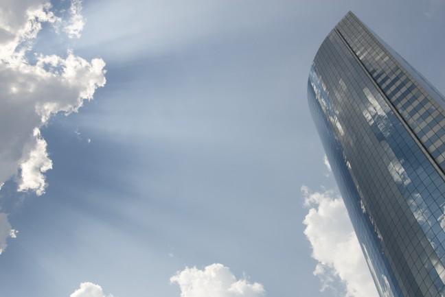 Hoge, glazen gebouwen