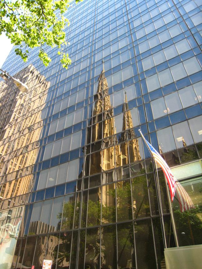 Spiegelkerkje midden in Manhattan