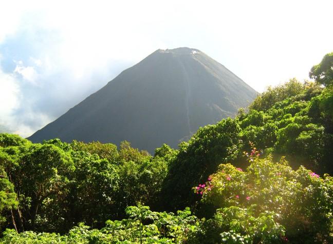 een van de vele vulkanen van El Salvador