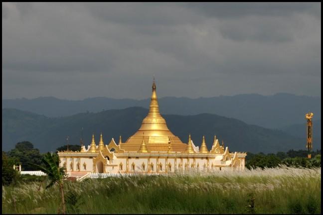 Donderwolken boven Nay Pyi Taw
