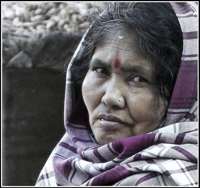 vrouw op bezoek in het bejaardenhuis