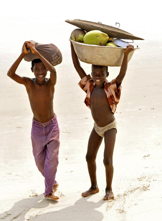 jongetjes aan het strand