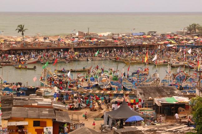 bedrijvigheid in Elmina, Ghana