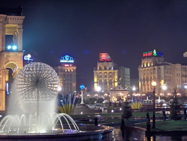 het plein van de oranje revolutie in Kiev by night