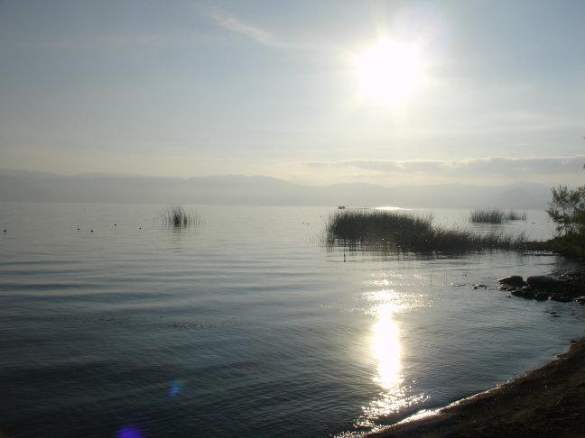 's ochtends koffie drinken aan het Lago Atitlan