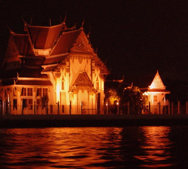 tempel by night