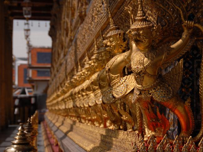 Beelden bij liggende Buddha