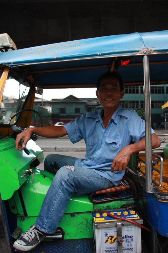 2008: Bangkok: tuk-tuk-chauffeur