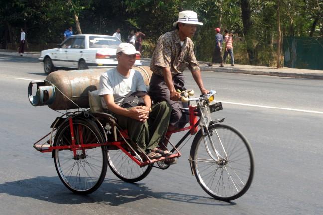 Gasfles op de fiets
