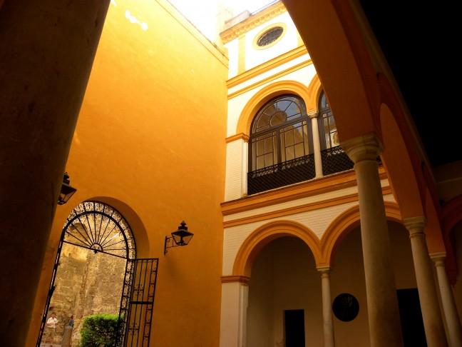 Rust in het drukke Real Alcázar