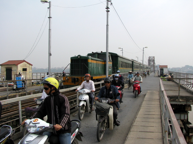 brommertjes op spoorbrug