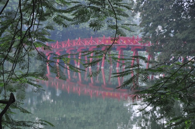 Rode Brug, Hoan Kiem Meer