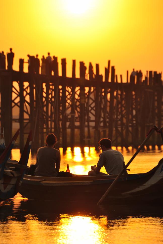 Genieten van de avondzon in Myanmar