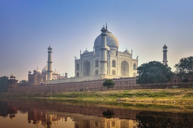 De Taj Mahal vanaf de Yamuna rivier