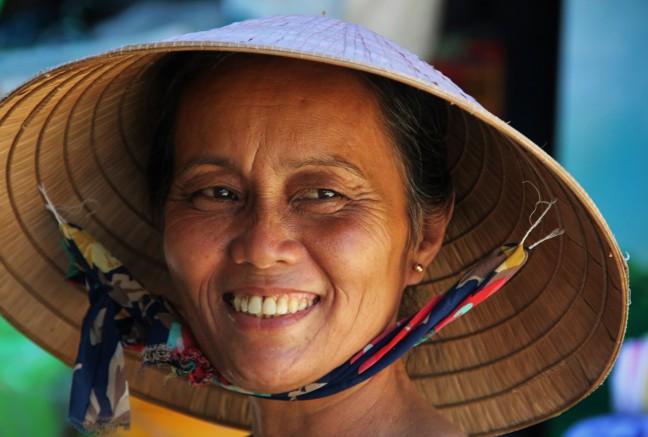 Vriendelijke glimlach op Thanh Toan markt