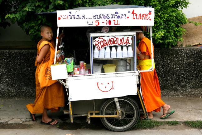 Jonge monniken in Chiang Mai