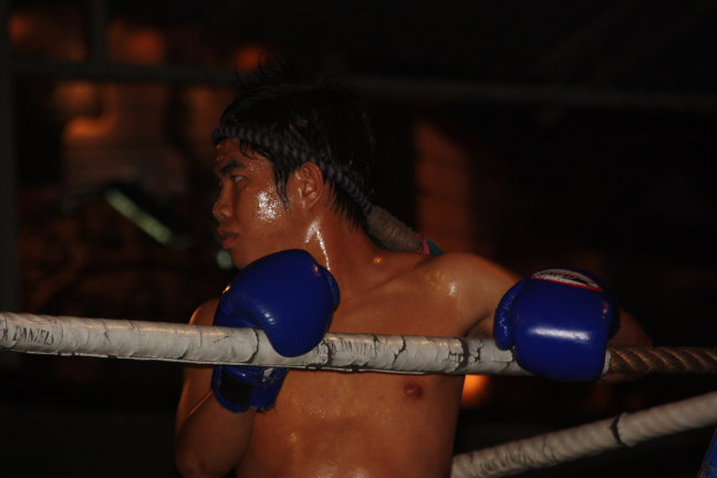 2008: Chiang Mai: MuayThai boksen, in opperste concentratie