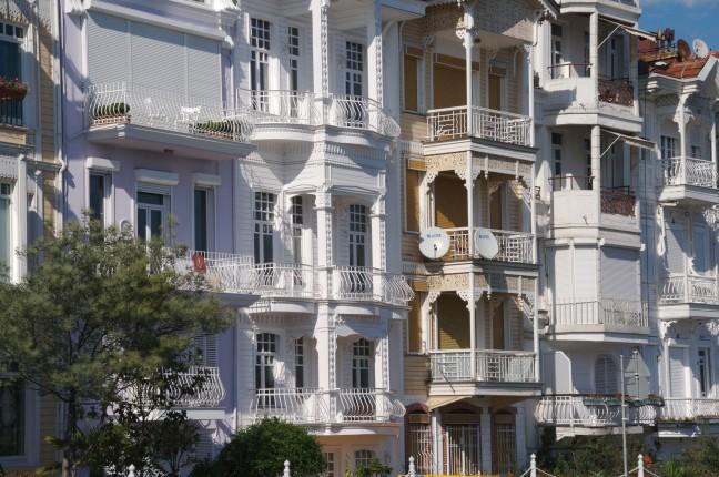 Houten huizen langs de Bosporus
