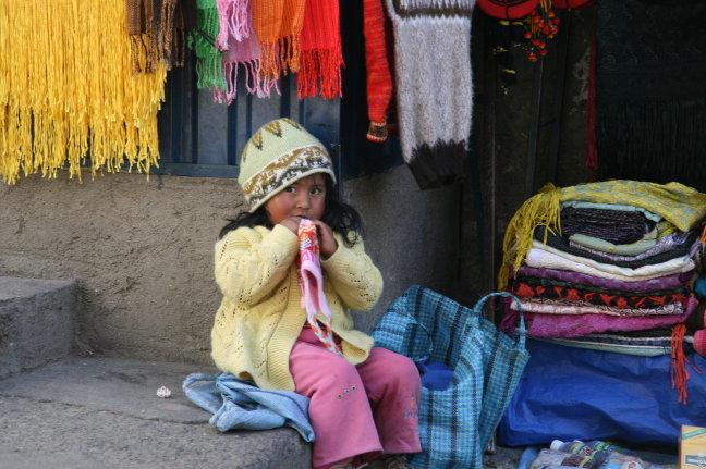 Kleine straatverkoopster