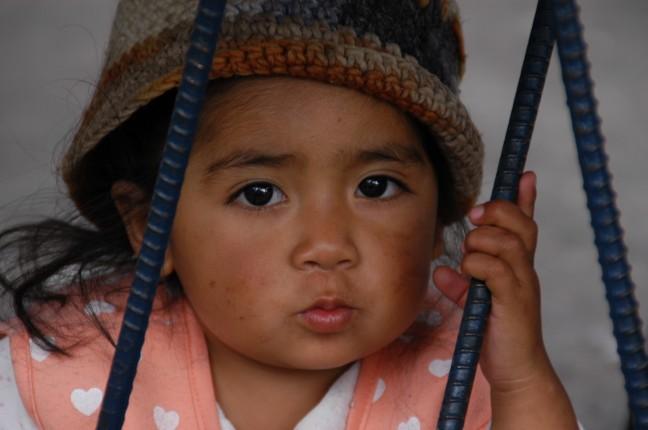 Klein meisje op de markt