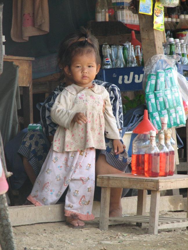 lief meisje in Luang Prabang