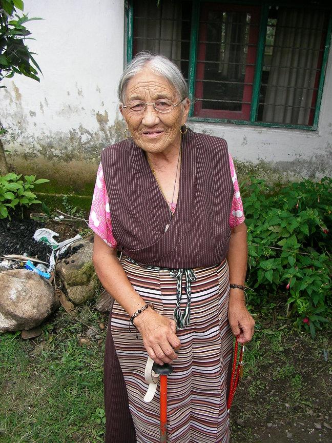 Oudere Tibetaanse dame