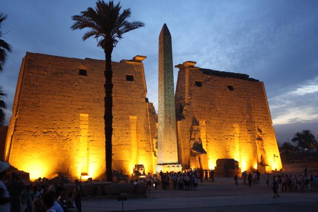 Luxor bij  avond