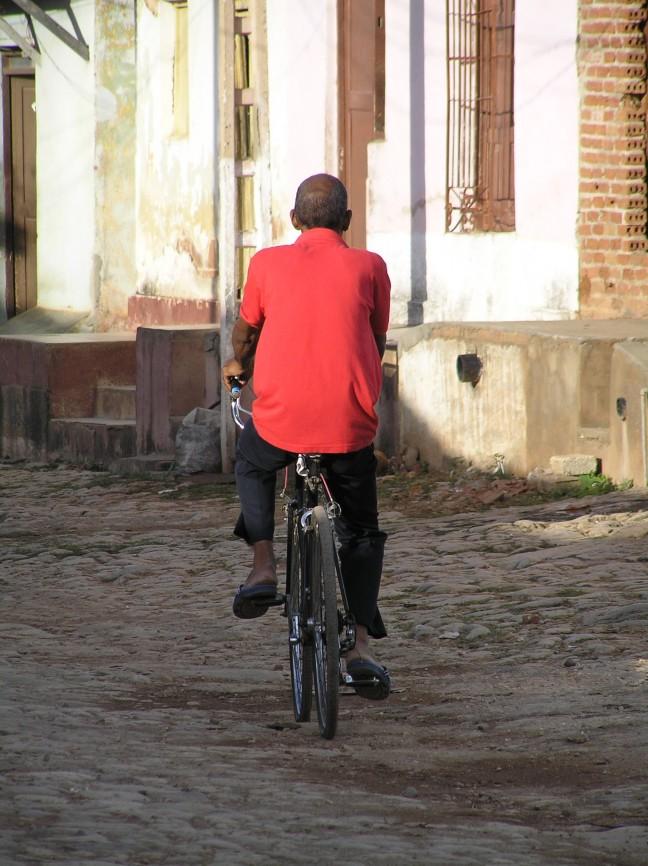 hoe sterk is de eenzame fietser die...