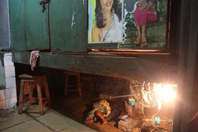 Baby in een bordeel, Mumbai, India