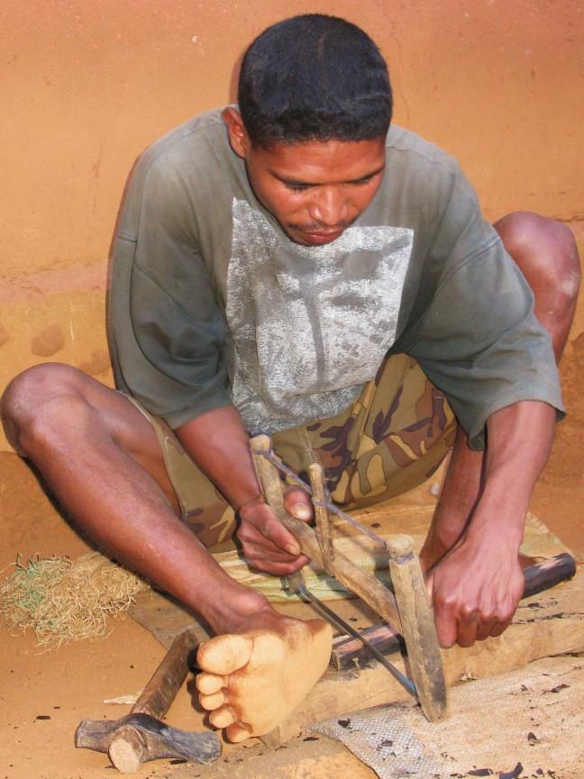 Houtsnijwerk in Ambositra