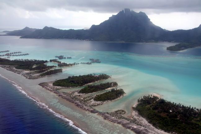 Bora Bora tijdens regenseizoen vanuit de lucht
