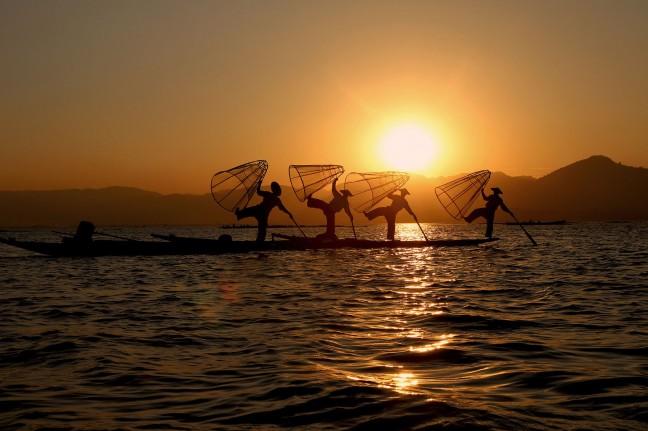 Zonsondergang op het Inle Lake