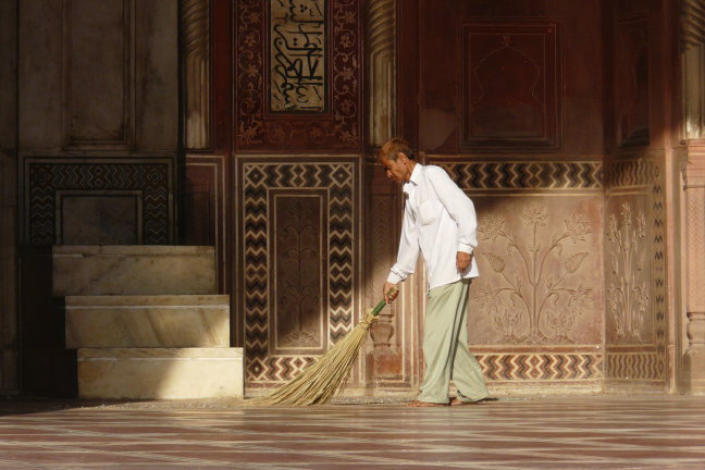 Bezem door Taj Mahal
