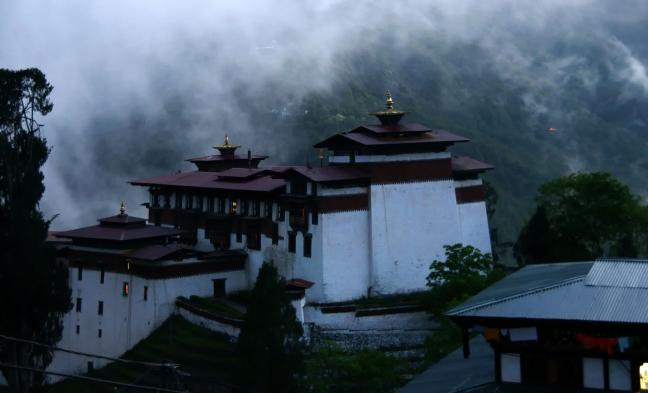 Dzong bij nacht
