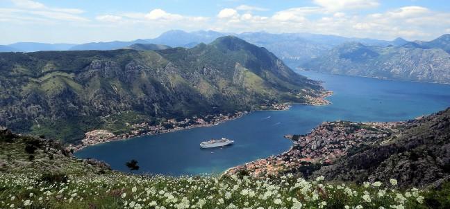 uitzicht op de baai van Kotor