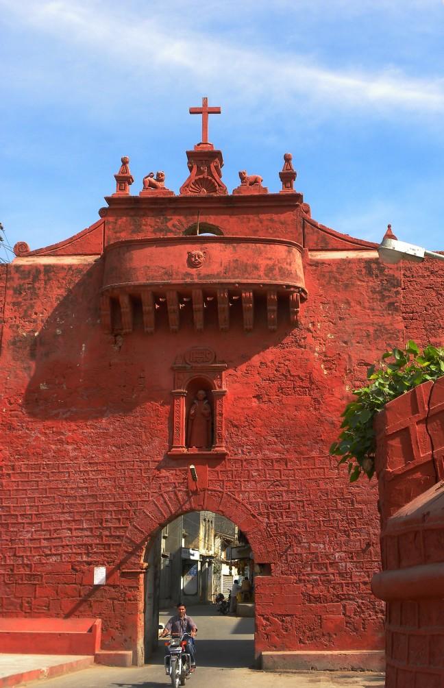 Zampa Gate.