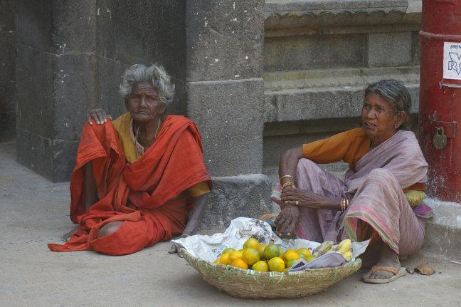 Vrouwen voor tempel
