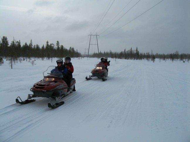 op de Snowmobile door Lapland