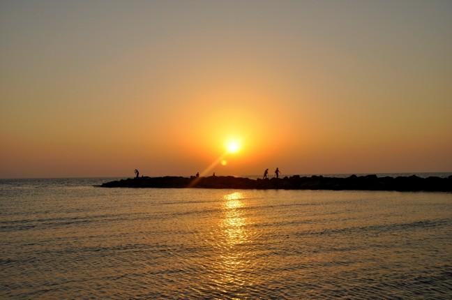 Vissers bij zonsondergang